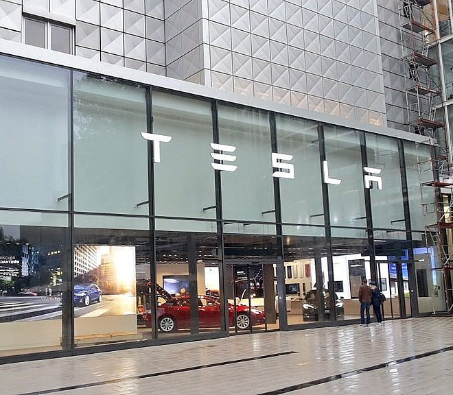 Tesla Stuttgart: No mask, no entry – we'll see about that