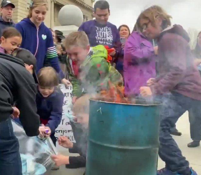 Parents encouraging kids to burn masks on Idaho Capitol steps